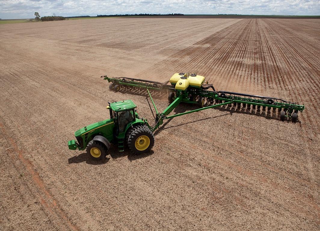 Plantadora Grano Grueso DB41C con Tractor John Deere.