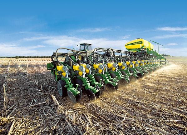 Plantadora Grano Grueso DB83 en campo.