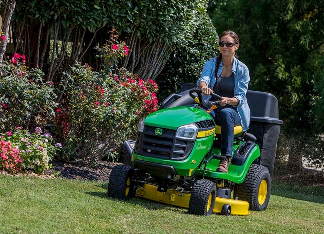 Tractores de jardín Serie E: Accesible, fácil de mantener y de uso intuitivo.
