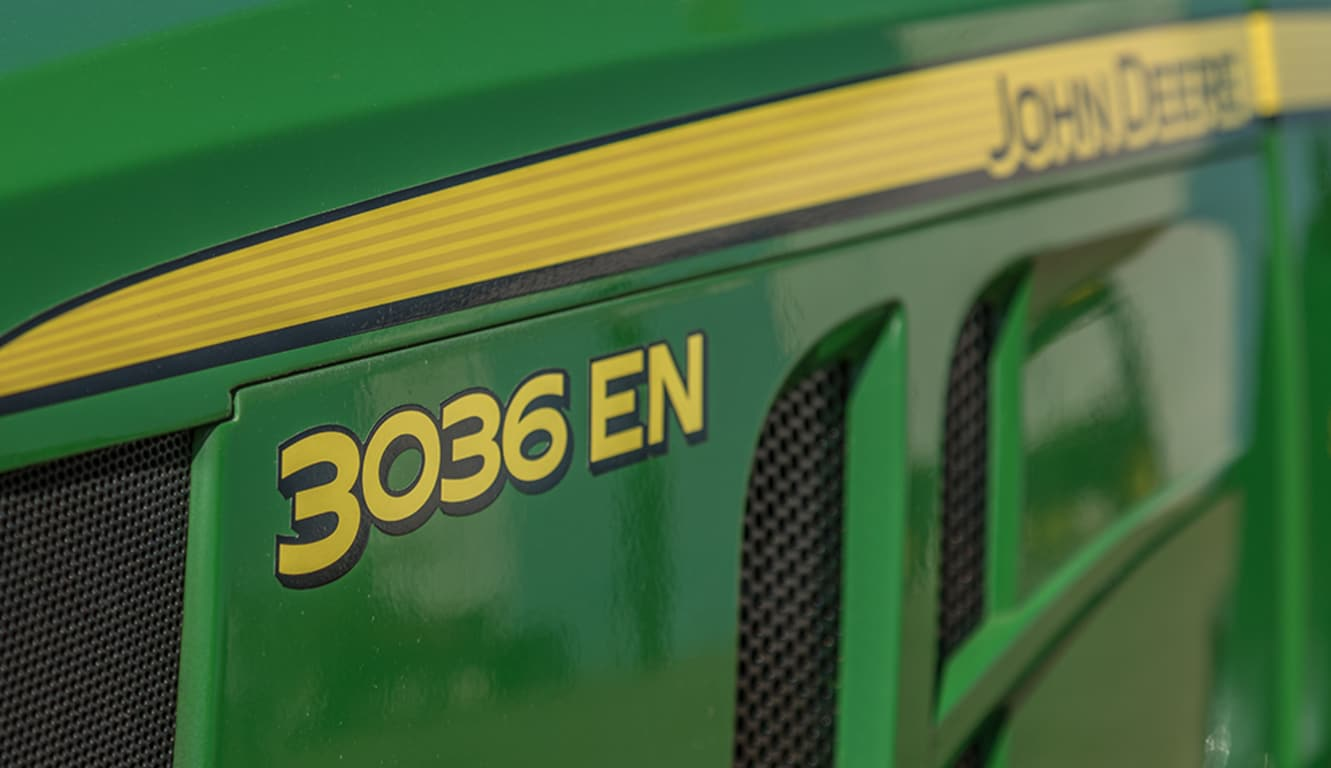 Tractor 3036EN: Tractor angosto y versátil.
