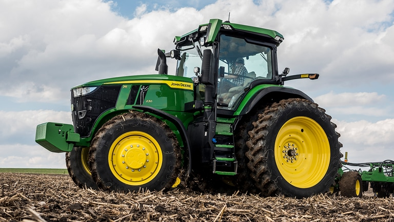 Vista lateral tractor 7R230