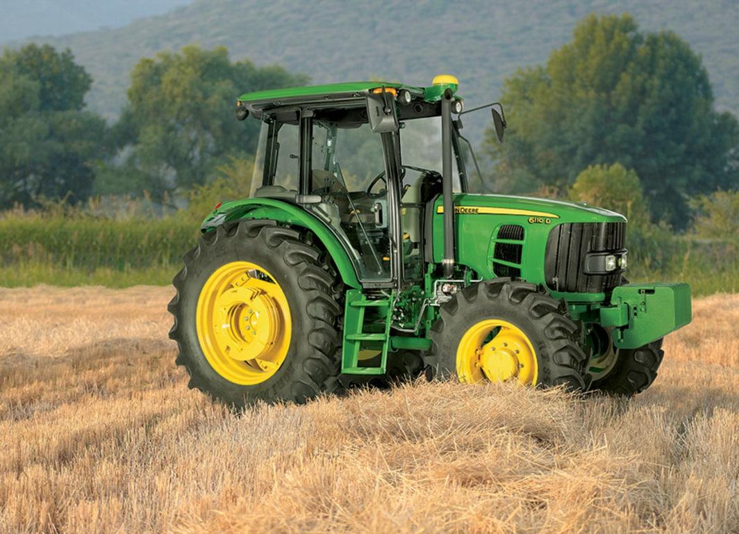 Tractor John Deere 6110D creado y diseñado para una mayor productividad y desempeño en el campo.