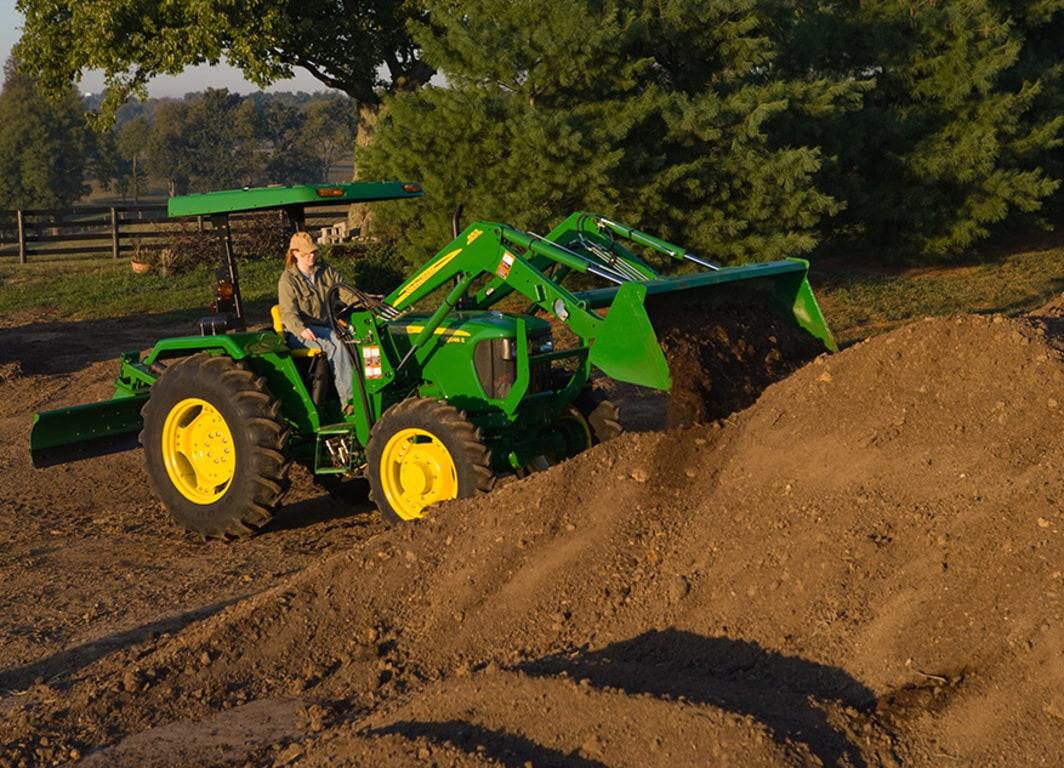 Económico, robusto y con todo el respaldo John Deere. Sumá un tractor 5045E a tu producción.