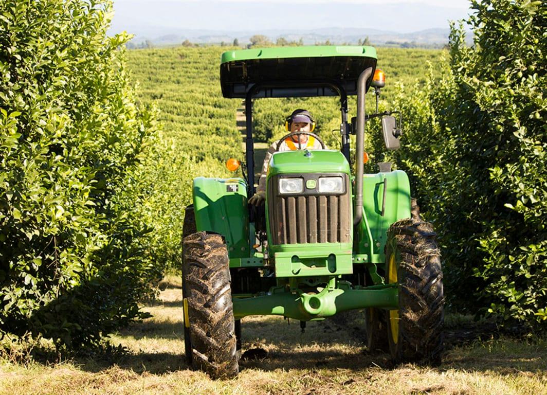 Vista de frente Tractor 5082E.