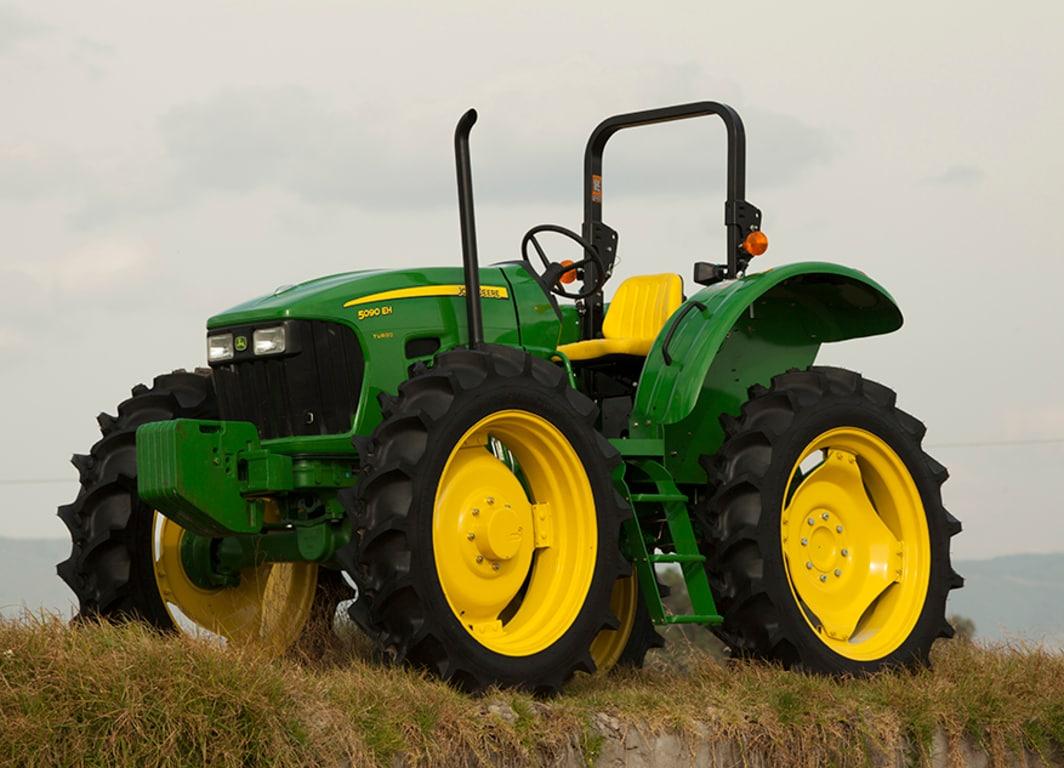 Tractor 5090EH en campo.