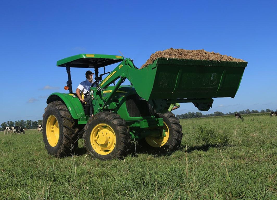 Tractor 5090E en campo.