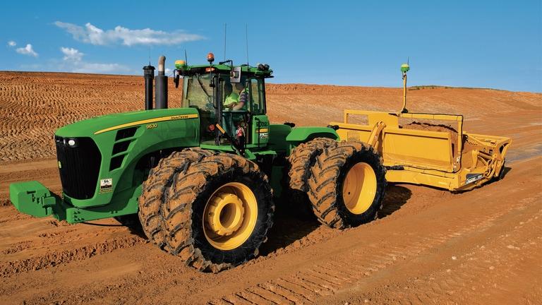 Tractor John Deere con iGrade™.
